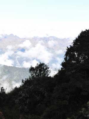 laaghangende bewolking tijdens de inca trail