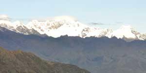 Sneeuwbedekte bergtoppen, uitzicht tijdens de Inca Trail