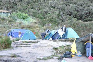 Een van de tentenkampen tijdens de Camino Inca waar kan worden overnacht