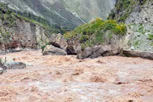 kolkende urubamba rivier bij machu Picchu