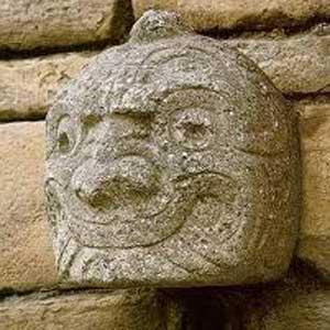 Eén van de cabezas clavas, Chavin de Huantar, Huaraz