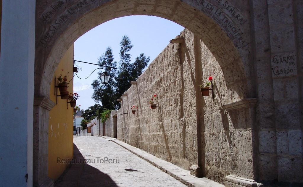 Callejon del Cabildo, Klooster van Santa Catalina