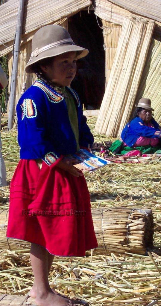 Meisje in klederdracht, Uros eilanden