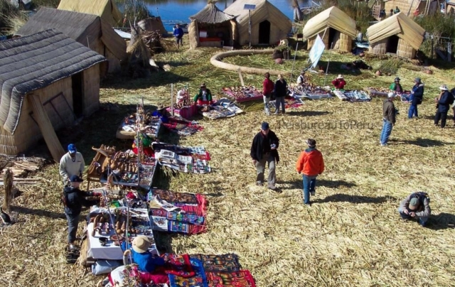 Marktkraampjes op de Uros eilanden, Titicacameer