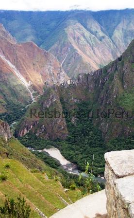 Uitzicht vanaf Machu Picchu op de rivier de Urubamba